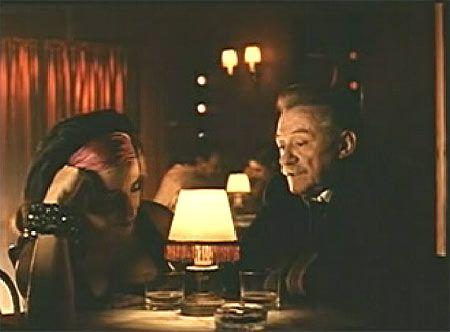 el gran Benedetti en un cameo en el lado oscuro del corazón