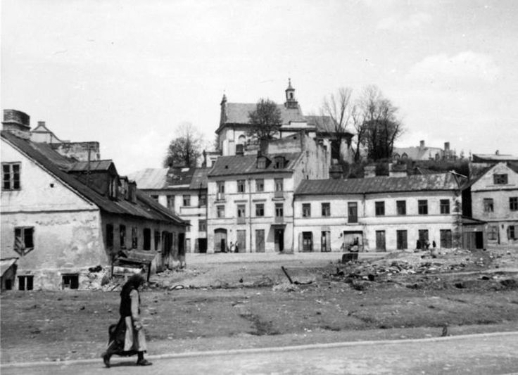 Podzamcze district, Nadstawna Street (left) and Ruska Street 12 -18 (center) Lublin, 1942-1943