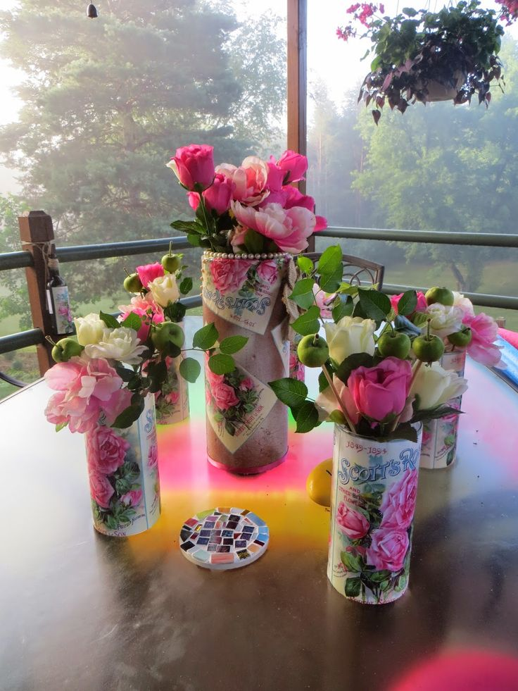 Each vase cost less than $2 to make, and as you can see, the finished results were quite striking.