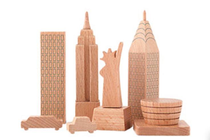 World Design Capital Helsinki 2012 -tuoteperheseen on uutuutena ilmestynyt Helsinki Made of Wood palikkasarja. Hintaa palikkasarjalla on 35...