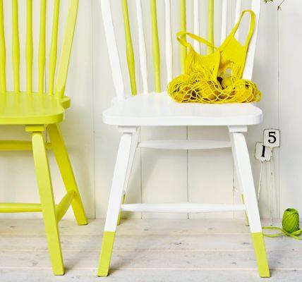Stuhlbeine farblich abheben  Um Stühlen einen individuellen Look zu verpassen, die Füße in gewünschter Höhe mit Kreppband abkleben. Dann d...