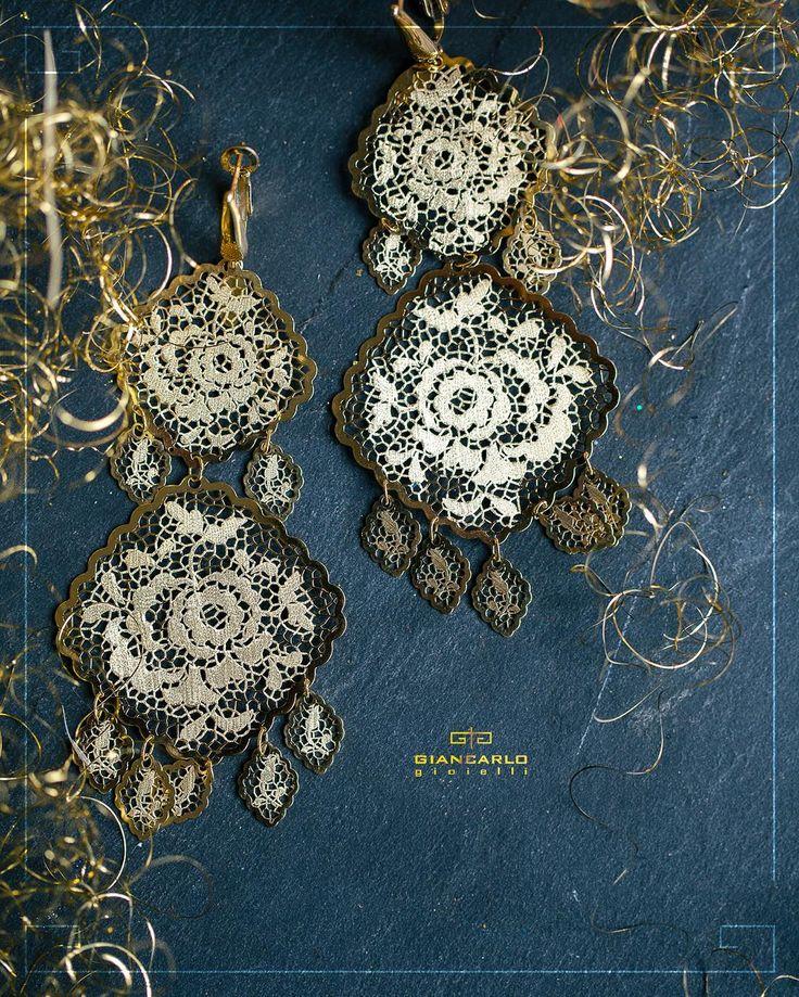 Эти серьги идеально дополнят Ваш праздничный наряд и добавят нотки торжественности повседневному образу!  #jewellery #earrings  #giancarlogioielli #diamonds #beauty #women #vscogood #vscobaku #vscocam #vscobaku #vscoazerbaijan #instadaily #bakupeople #bakulife #instabaku #instaaz #azeripeople #aztagram #Baku #Azerbaijan
