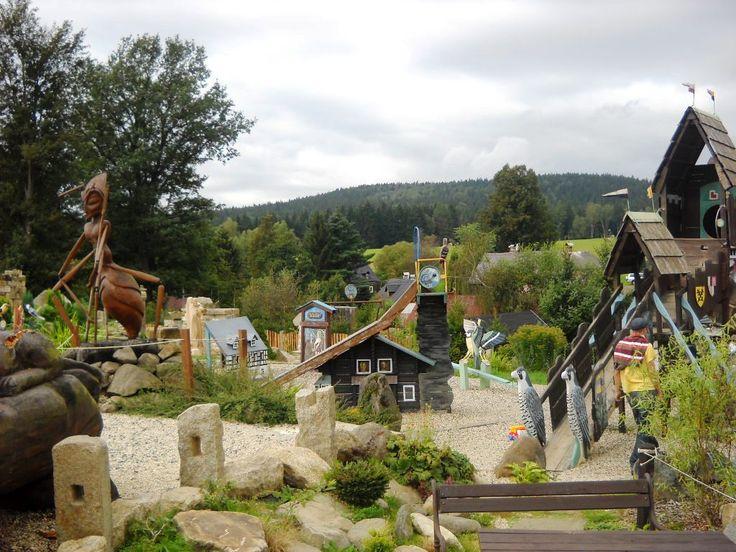 Největší sbírka dřevěných soch různých autorů u Staré hospody - Doubice - severní Čechy