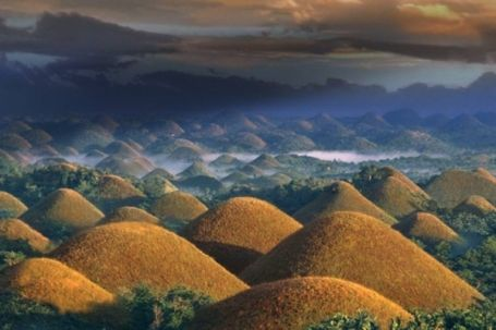 Chocolate hills - Perfectly cone shaped, the chocolate hills in Bohol, Philippines represent an amazing and unusual geological formation in the world