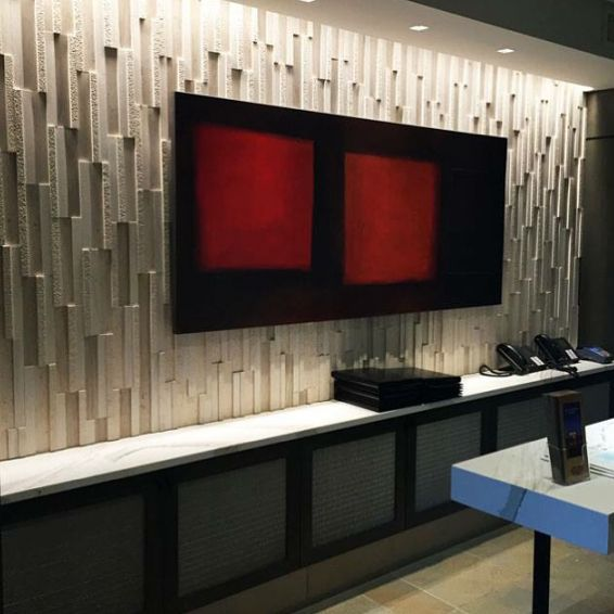 Dimensional Panels in vertical format featuring our Portugal collection's Areia. Strong directional lighting really helps make this space unique! @realstonesystems . . . #accentwall #commercialinteriors #commercial #office #stoneveneer #stonedesign #naturalstone #naturalstonedesign #areia #directionallight #interiordesign #interiordesigninspiration #limestone #neutralcolors #realstone #realstonesystems