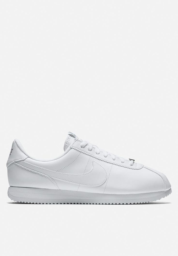 NOTE: this product is ineligible for any offers, promotions and discounts. Durable and comfortable, but not at the expense of style, the Classic Cortez sneaker is a beloved throwback. It features a leather midsole for lightweight cushioning along with a leather upper, minimal logo detailing and a sleek all-white colourway. Pair these kicks with fitted jeans and an oversized tee for a casual look.