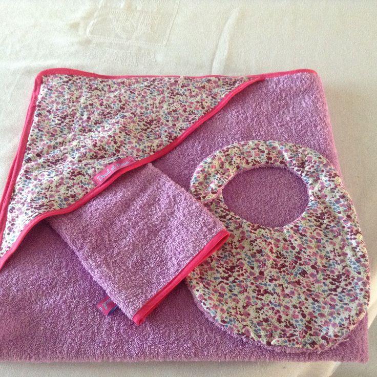 Ensemble Cape de bain, gant de toilette et bavoir pour bébé : Mode Bébé par doud-et-noun