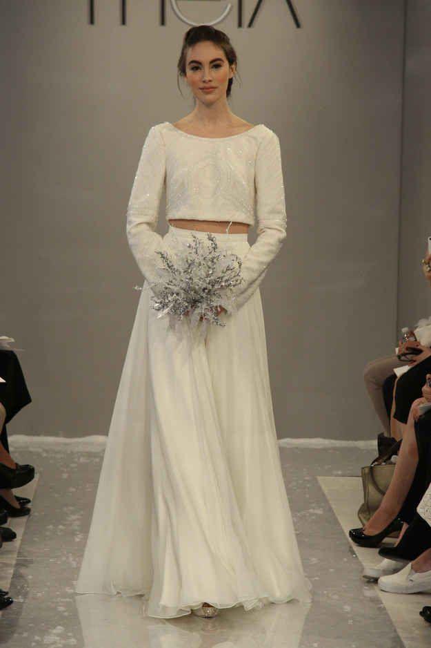 Deja que nieve en este vestido Theia.