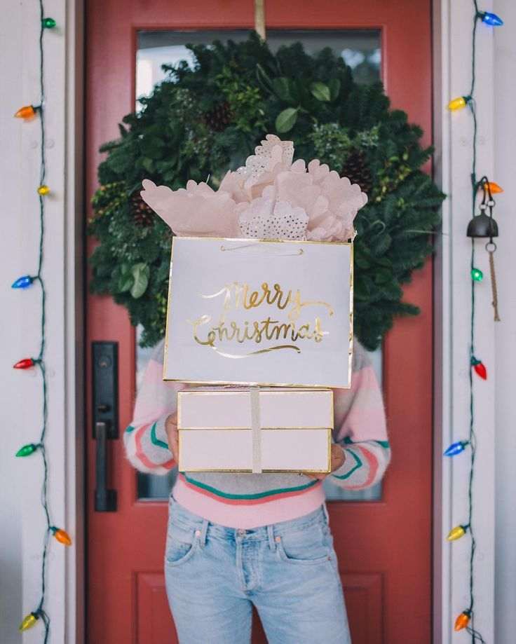 "23.9 tisuća oznaka ""sviđa mi se"", 153 komentara – Julia Engel (Gal Meets Glam) (@juliahengel) na Instagramu: ""Merry Christmas!!!  #andhappyholidays #christmasmorning"""