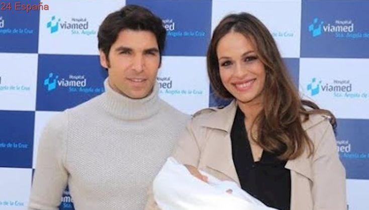 Eva González y Cayetano Rivera presentan muy orgullosos a su hijo