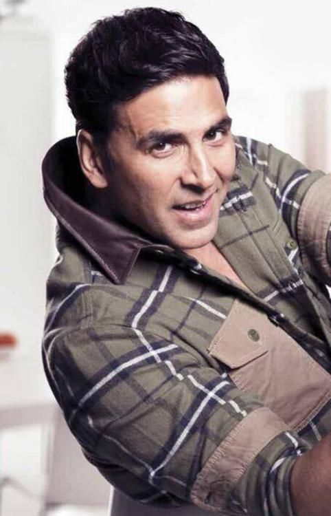 Akshay Kumar salutes policeman for saving womanAkshay Kumar salutes policeman for saving woman
