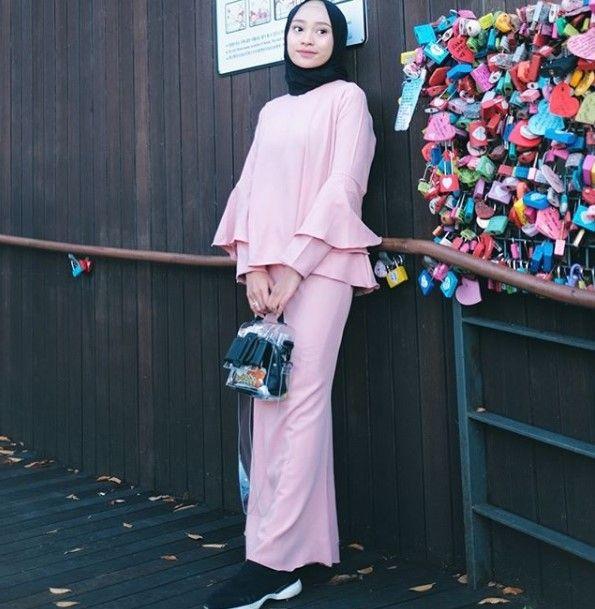 Baju Gamis Modern Anak Muda Terbaru Lengan Lonceng Baby Pink Model