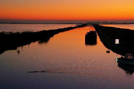 El Canal du Rhône a Sète en las cercanías de Palavas-les-flots. ¡Una vista bella!