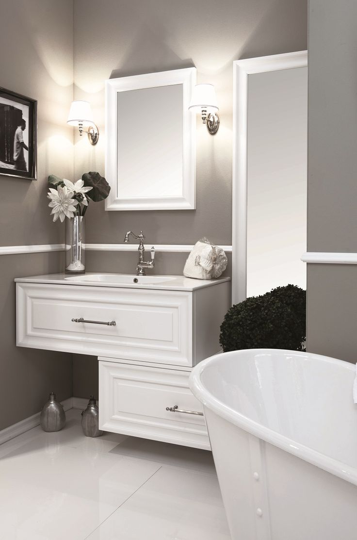 Dettaglio Firma #GaiaMobili #gaia #bathroom #bagno #bathroomideas #bath #madeinitaly #italian #bathroompics #architect #interior #interiordesign #designer #furniture #wood #laccato #ral #lacquered #arredamento #showroom #mirror #luxurybathroom #classic #classicbathroom #arredobagno #mobiledabagno #italianstyle