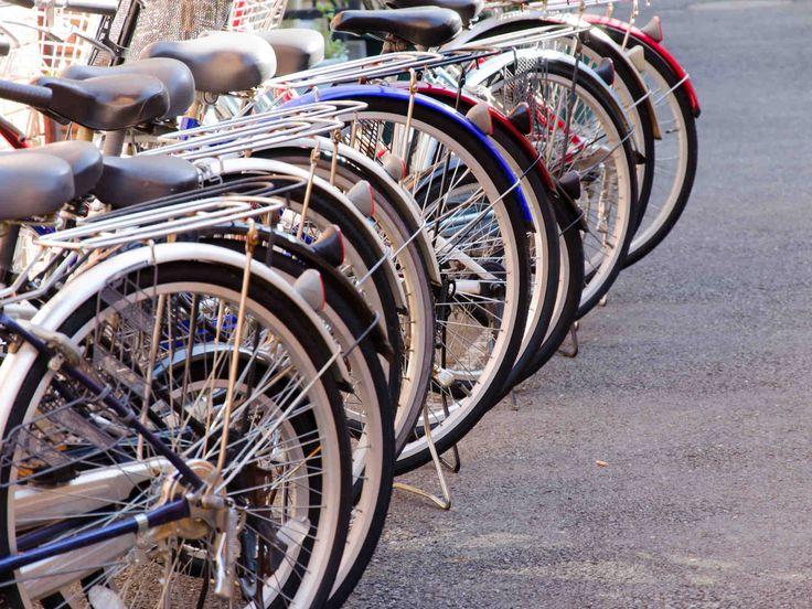 Polkupyöriä on tarjolla niin lyhyitä kaupunkimatkoja kuin kymmeniä kilometrejä polkeville. Lue vinkit pyöräostoksille.
