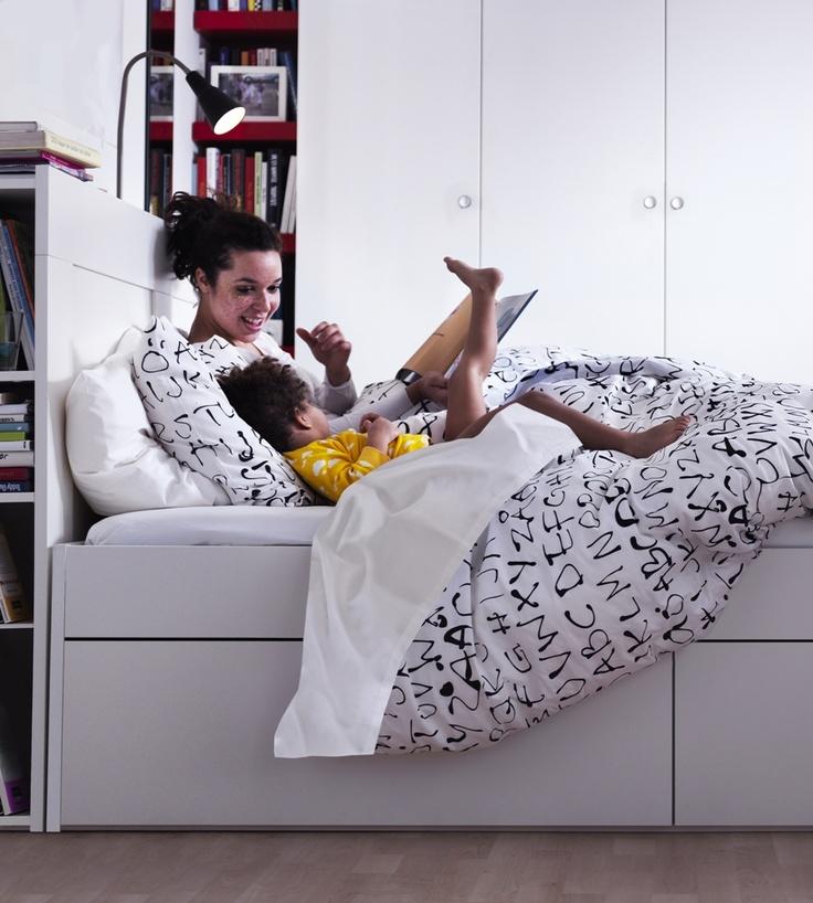 Τα κρεβάτια μας είναι τόσο άνετα, που πολλές φορές θέλουμε να περνάμε όλοι την ημέρα μας εκεί!  (Κρεβάτι Brimnes)