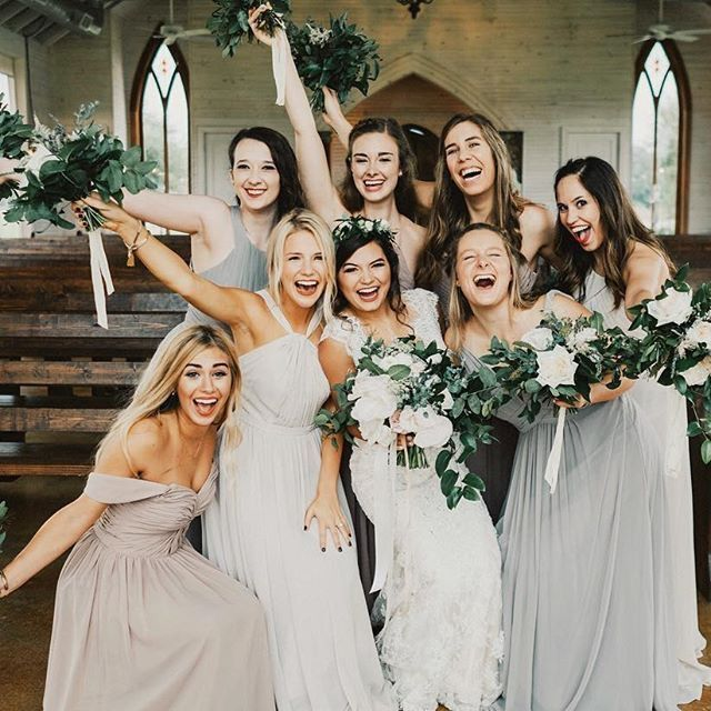 i must get a picture like this with my bridesmaids at my wedding