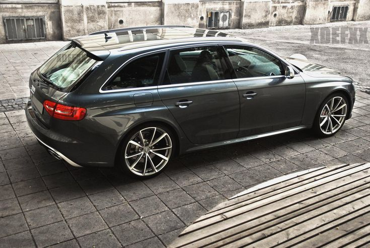 The brand new Audi RS4. Notice those wide wheel arches and new beautiful wheels in two tone grey/silver.