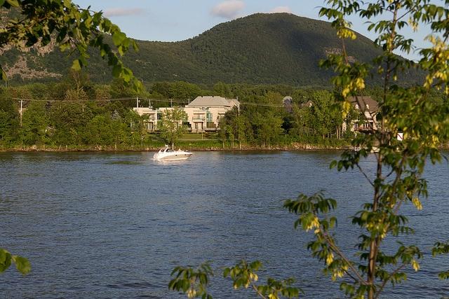 Rivière, montagne et boisés font de la Réserve de la biosphère du mont Saint-Hilaire un territoire exceptionnel.