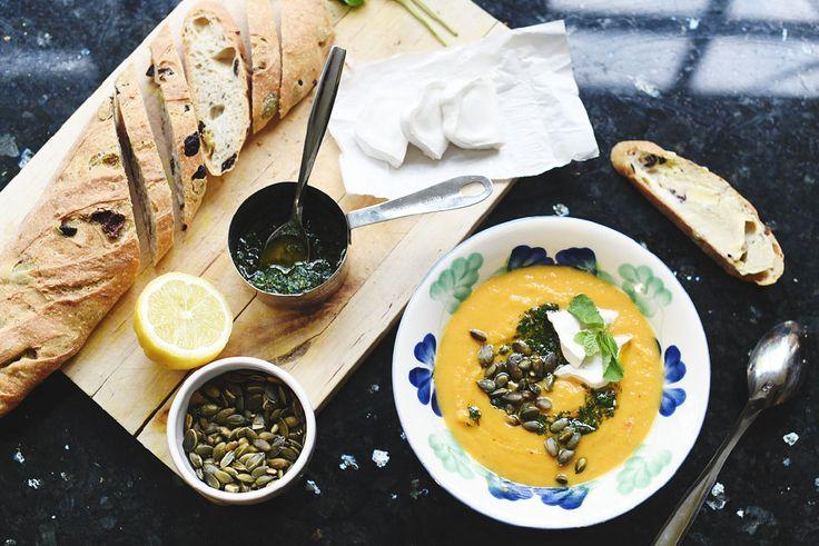 Sötpotatissoppa med getost och mynta  / Sweet potato soup with goat cheese and mint