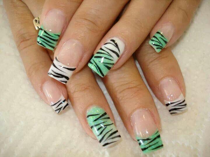 Nails animal print green