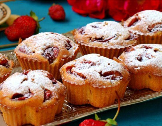 Кексы с клубникой http://stryapuha-kuhnya.ru/keksy-s-klubnikoj/  Предлагаю испечь вам вкуснейшие клубничные кексы. Готовятся эти кексы быстро из простых и доступных продуктов. Получаются мягкими и ароматными. Замечательная выпечка к чаю или кофе. Список ингредиентов сахар — 160 г мука пшеничная — 230 г разрыхлитель — 1 ч.л. ванилин — 1 г яйца — 2 шт. молоко — […]