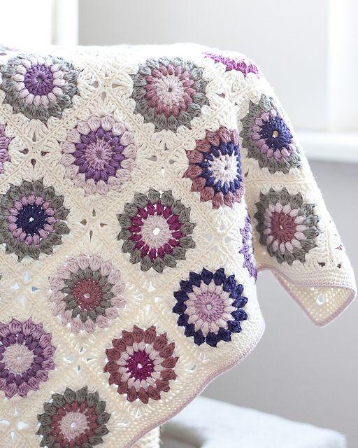 Sunburst Granny Squares Blanket: free pattern - such pretty colors