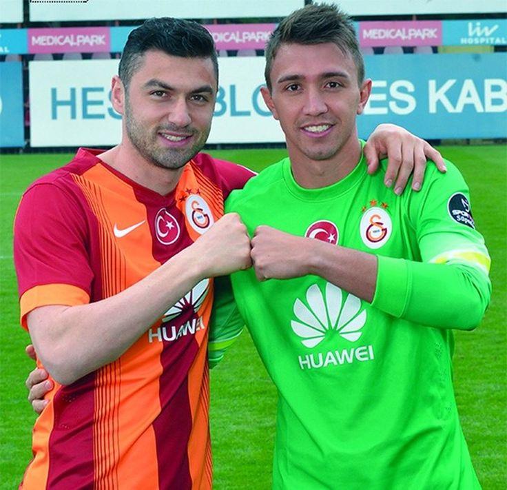 Muslera'dan Burak itirafı   Ntv.com.tr Galatasaray'ın Uruguaylı file bekçisi Fernando Muslera, futbola forvet olarak başladığını, daha sonra uzun boyu nedeniyle kaleye geçtiğini söyledi. Muslera, kariyerinde kendisini en çok zorlayan forvet oyuncularının Di Natale ve Burak Yılmaz olduğunu vurguladı.