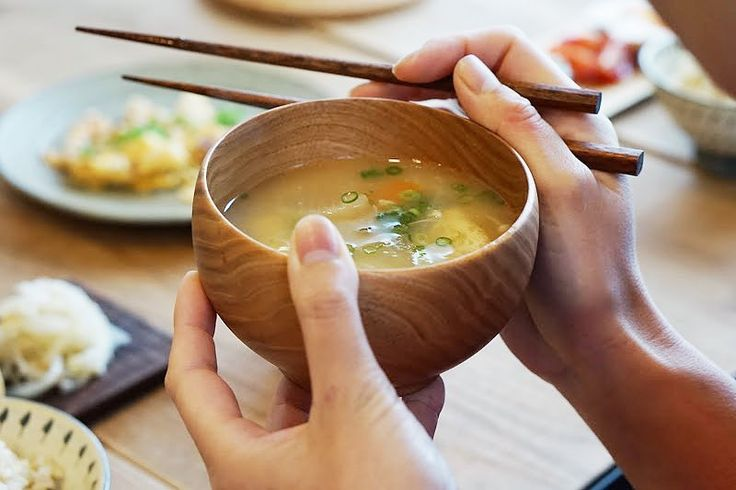 毎日同じになりがちなお味噌汁のレパートリーを増やしませんか。新たな具から、レンチンでできちゃう1人分のお味噌汁まで様々な美味しいレシピをご紹介します。