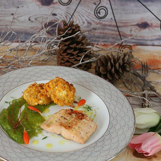 Fokhagymás lazac édesburgonya pogival spenóttal. Salmon with garlic sweet potato scone spinach... Direct link for my latest post in my bio! gastrogranny.com #tudatosantáplálkozok #tudatosantáplálkozók #gastrogranny #gastrogrannyblog #homemade #makeyourdishescometrue #instafood #foodstagram #mutimiteszel #mutimitfozol #foodie #mikgasztro #instafood #foodblogger #foodporn #foodofhun #huffposttaste #feedfeed #f52grams #magyarig #hungarianfood #cracklings #myfoodstories #ourfoodstories…