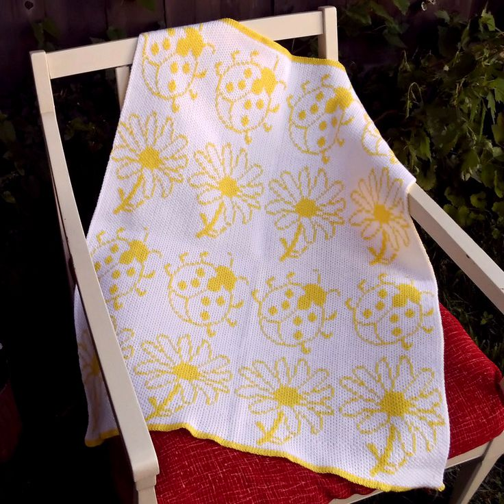 This handmade knitted jacquard blanket is the perfect gift for any baby whether it be a baby shower gift or bought simply for your child! Many other designs are available as well as more pattern and colour choices! ☻