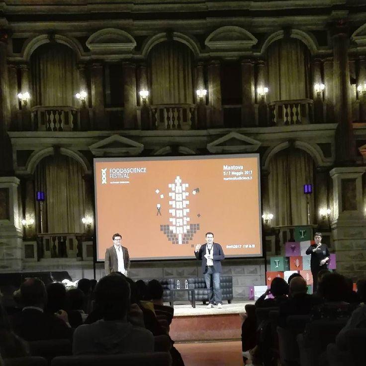 Una splendida cornice per un bellissimo evento: the food lab con J. Kenji Lopez-Alt presenta Dario Bressanini #mfs2017 #igersmantova