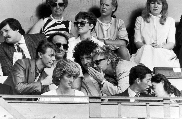 Дэвид Боуи, Крис Тейлор, Брайан Мэй, Роджер Тэйлор, принцесса Диана, принц Чарльз и Боб Гелдоф, Лондон, 1985 год.