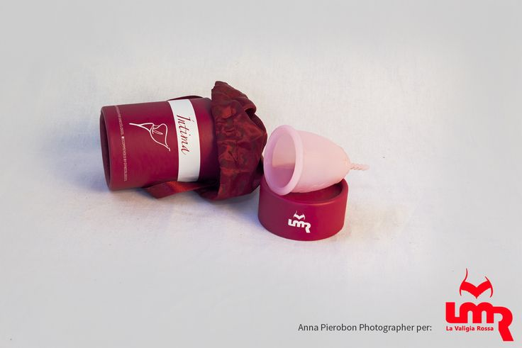 Un prodotto innovativo per la vostra protezione durante il ciclo mestruale. La coppetta mestruale LMR è fatta in silicone medico di alta qualità, è un'alternativa economica ed ecologica agli assorbenti interni ed esterni.Ipoallergenico,rispetta la flora vaginale, con una cura adeguata, la coppetta mestruale LMR ti accompagnerà per anni, è ecologica perché è riutilizzabile, è possibile utilizzarla sia se si indossa il DIU o il diaframma, e anche dal tuo primo ciclo.