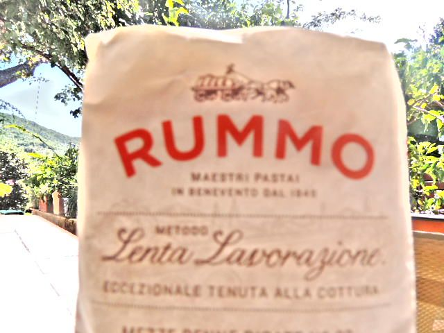 pasta rummo is the one we use for our cooking school  www.letscookblog.com/