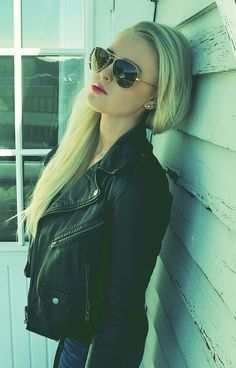 Aviators are HOT - even in the Winter! Do you rock shades during this time of year? #sunglasses