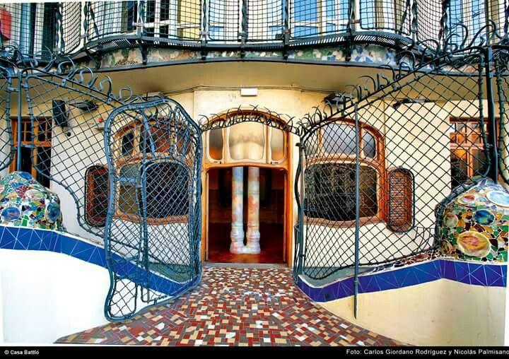 1411 best gaudi images on pinterest for Barcelona jardin gaudi