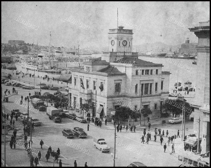 """Το παλιό δημαρχείο """"Ρολόι"""", Πειραιάς, 1966."""