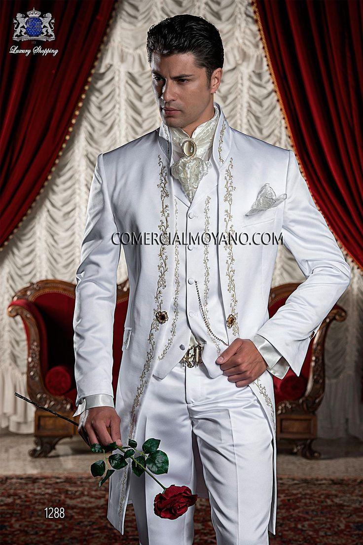 Traje de novio levita raso blanco con bordado barroco de flores en dorado y cuello Mao., modelo 1288 Ottavio Nuccio Gala colección Barroco 2015.