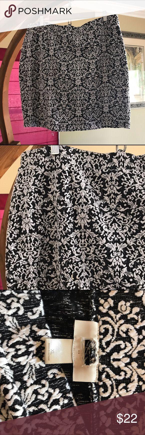 Ann Taylor LOFT black white fleur de lis skirt Size XL. Elastic waist. Textured print. Cotton, polyester, spandex. EUC (label has been cut out to prevent returns) LOFT Skirts Pencil