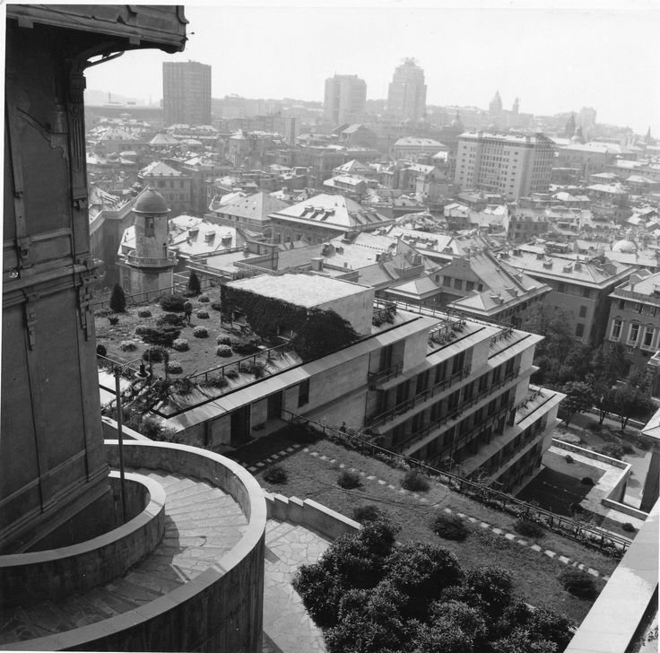 Veduta di Genova dagli edifici comunali progettati da Franco Albini negli anni' 50 (Photo: Carlo Carlevaro, 1963-1970) #genova #genoa #liguria