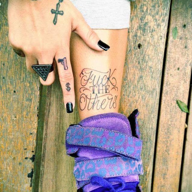 Mana, nem te conto: Diva com Tatuagem- Gabriela Rippi
