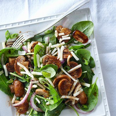 Salade d'épinards et de champignons, vinaigrette aux graines de pavot - Châtelaine