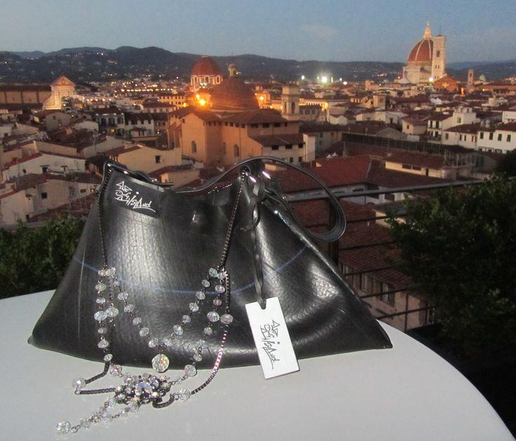La punta di diamante della collezione Dogbag al top of the roof Starwood di Firenze.
