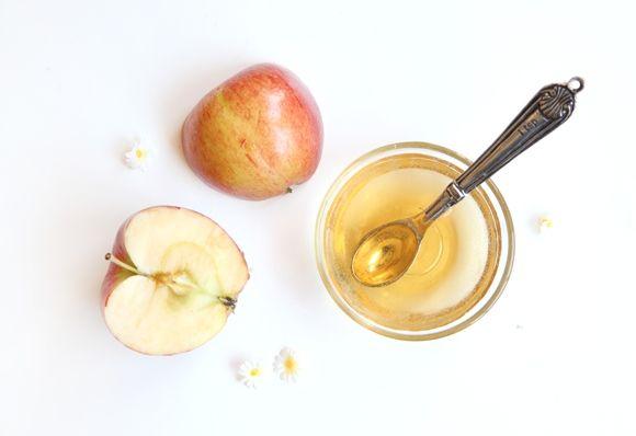 #DIY | Apple Cider Vinegar Hair Rinse | the acidity of apple cider vinegar smooths frizzy hair & gives it a great healthy shine