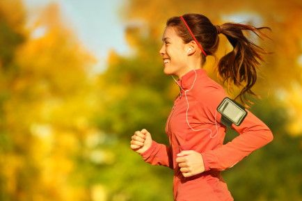 Stay entertained while exercising. Music is a great motivator and can make exercise more fun. Mix your own CD's with your favorite music take them along when you're working out. You could also watch TV or catch up on your favorite shows while on a treadmill. It helps you keep going.