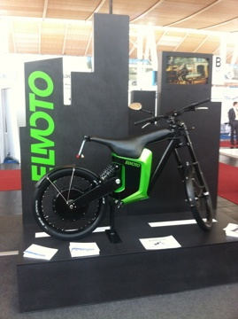 Stunning Elmoto pr sentiert das neueste Modell des E bikes ELMOTO gruen Bio