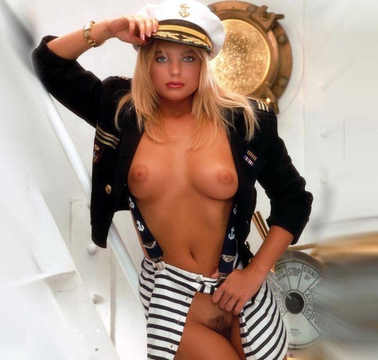 erika-eleniak-boob-nude