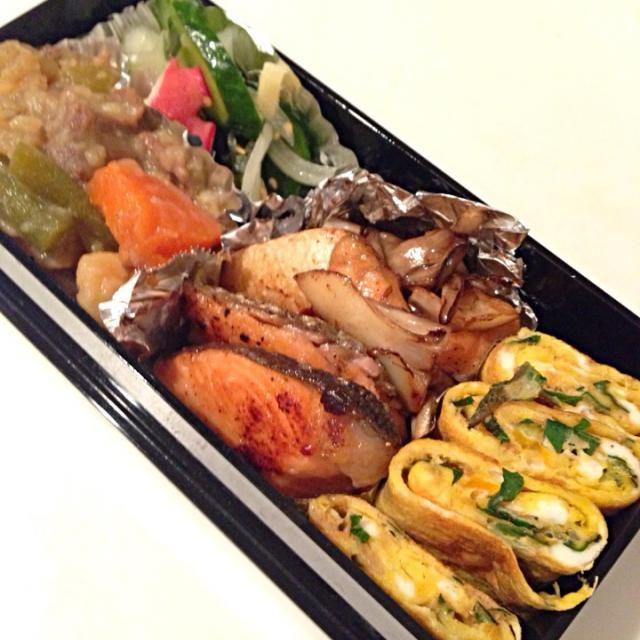 すだちをもらったので、ソースに! - 5件のもぐもぐ - 鮭のすだちソースムニエル、大葉の卵焼き、肉じゃが、タコの酢の物 by noanoa
