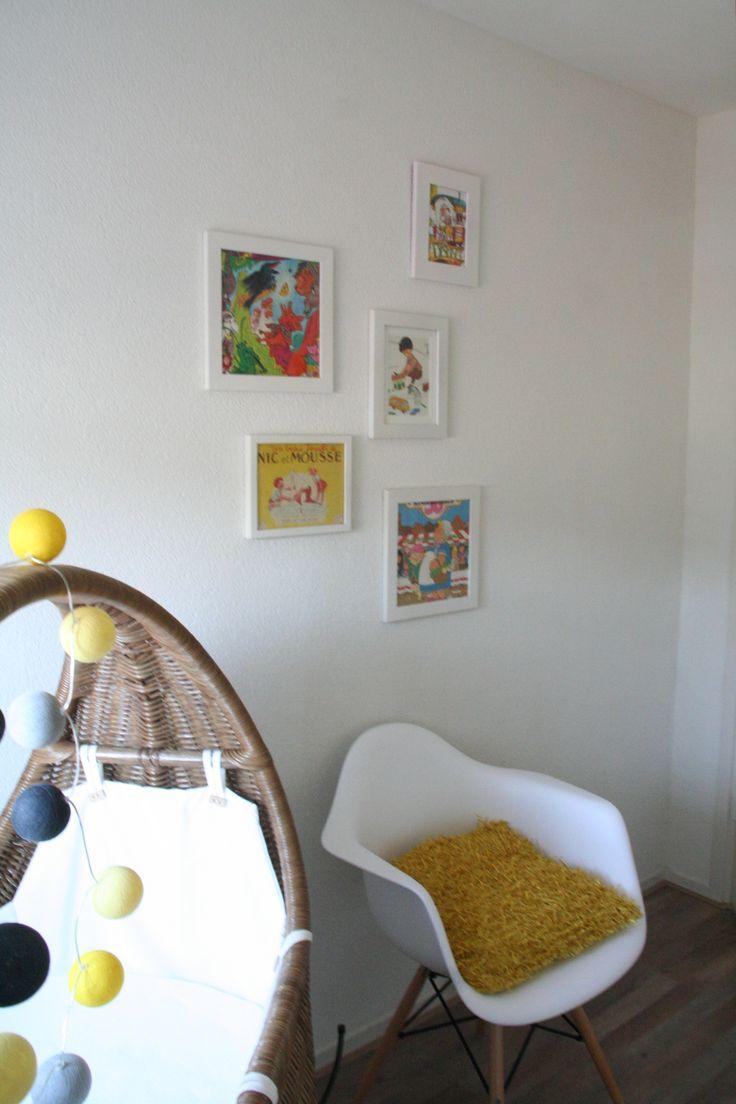 Babykamer met accentkleur okergeel en op maat gemaakt wandmeubel. Ontwerp en styling door Buro Flip | www.buroflip.nl.